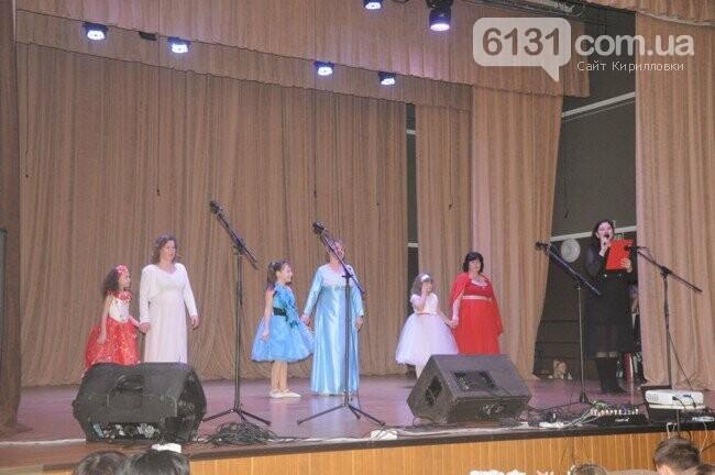 Учні Азовської школи поздоровили своїх матусь і бабусь зі святом 8 Березня, фото-1