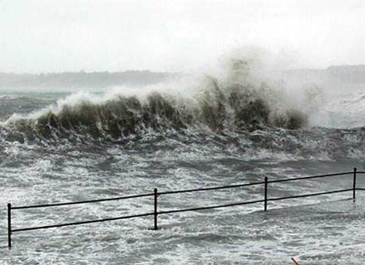 У Кирилівці розгулявся шторм: море в багатьох місцях затопило пляжі, фото-2
