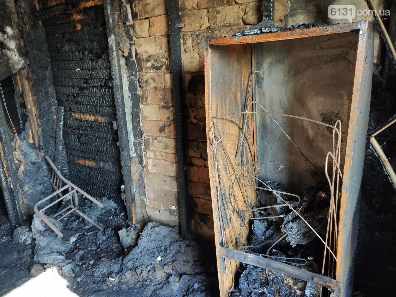 У селі Володимирівка у багатоповерхівці сталась пожежа: травми зазнала жінка, фото-1