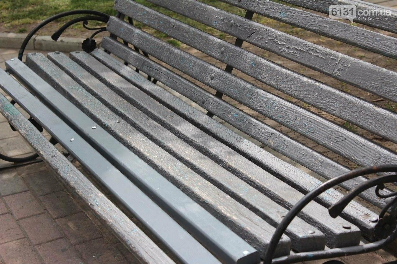 В Бердянске провели реставрацию скамей, фото-7