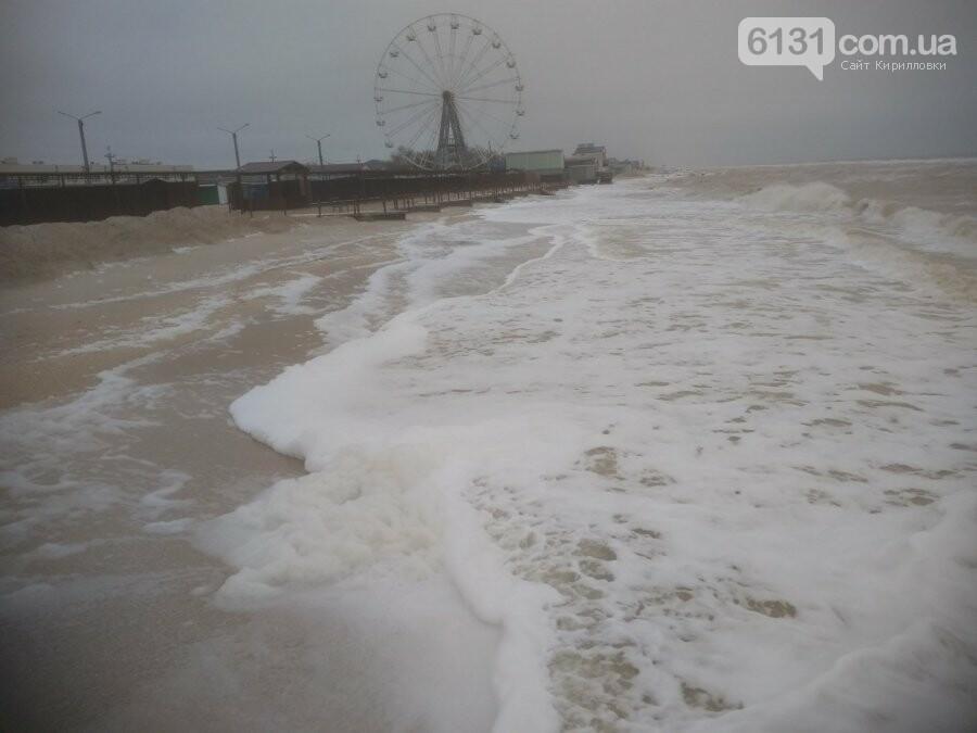 Східний вітер нагнав на берег Азовського моря в Кирилівці піну, фото-2